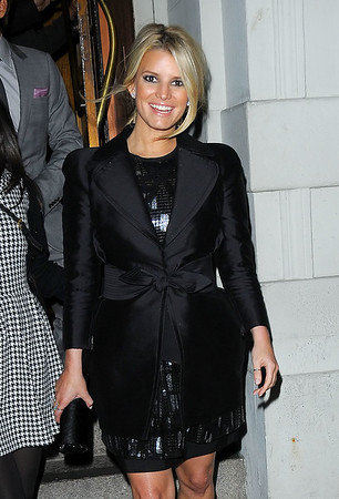 13 Oct 2009 - Jessica Simpson goes to dinner with Ken Paves and mom Tina Simpson in NYC. Photo Credit Jackson Lee