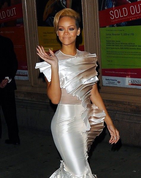 10 Nov 2009 - Rihanna at the 2009 Glamour Women of the Year Awards.  Photo Credit Jackson Lee