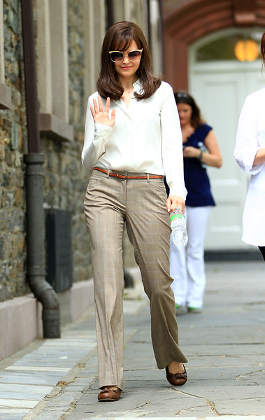 04-06-2010 Ginnifer Goodwin channels Katie Holmes on the set of 'Something Borrowed' in NYC. Photo credit Jackson Lee