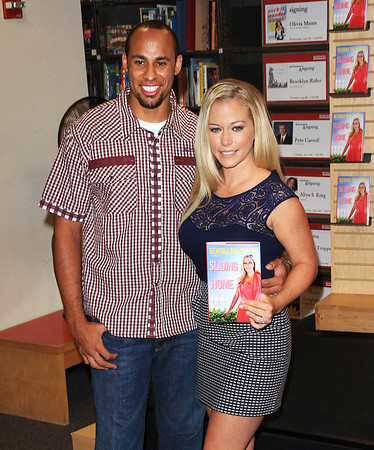 2010 July 6 - Kendra Wilkinson book signs for 'Sliding Into Home at Borders bookshop in NYC. Photo credit Jackson Lee 2010 July 6 - Kendra Willkinson book signs for 'Sliding into Home' at Borders bookstore in NYC. Photo credit Jackson Lee