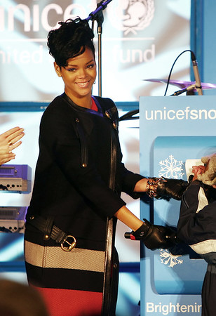 19 November 2008 - Rihanna at the 2008 UNICEF Snowflake lighting in NYC.   Photo Credit Jackson Lee
