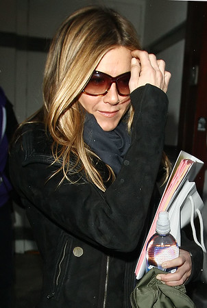 26 March 2009 - Jennifer Aniston go to work on her moviie 'The Baster' in NYC. Photo Credit Jackson Lee