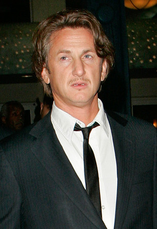 29 Nov 2006 - New York, NY - Sean Penn departs IFP's 16th Annual Gotham Awards at Pier 60 in Chelsea Piers .  Photo Credit Jackson Lee
