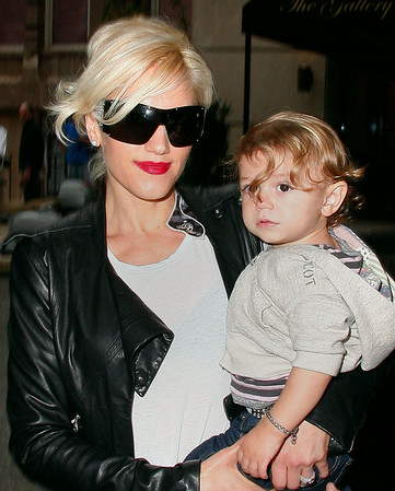 Gwen Stefani and Kingston Rossdale come back to their hotel in NYC after a day of shopping in SoHo