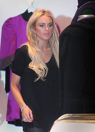 2007-11-21 - Lindsay Lohan Shopping - jacksonleephoto