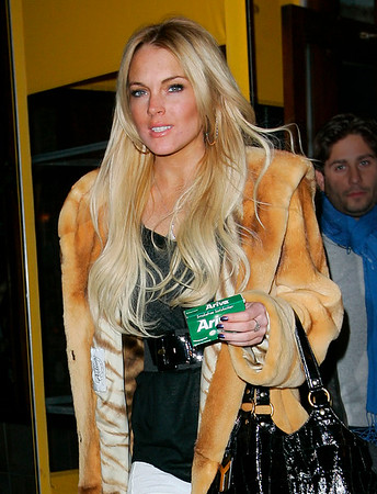 26 Jan 2008 - New York, NY - Lindsay Lohan carries Ariva smoking cessation gum again while out and about, this time in NYC instead of LA.   She claims that she is not getting money from the manufacturer of the gum.  Photo Credit Jackson Lee