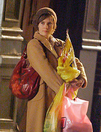 10 April 2008 - New York, NY - Amy Adams holding Tidy Cat and Conway bags while filming 'Julie and Julia'.   Photo Credit Jackson Lee