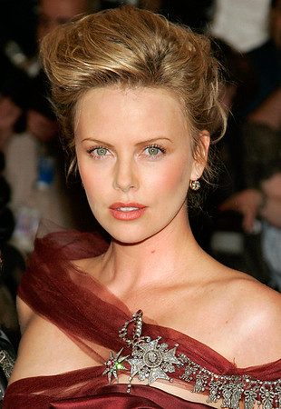 1 Mayl 2006 - New York, NY - Charlize Theron at the 2006 Costume Institute Gala AngloMania: Tradition and Transgression in British Fashion held at the Metropolitan Museum of Art in New York City.  Photo Credit Jackson Lee