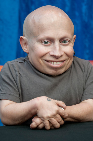 verne troyer mini me austin powers goldmember thom kramer tinseltown photo hollywood palms blvd