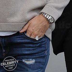 Jennifer Garner Shows Off Huge Engagement Ring