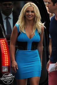 "Britney Spears In Blue Smurf-Inspired Dress with ""Everyday Dave"" Lucado!"