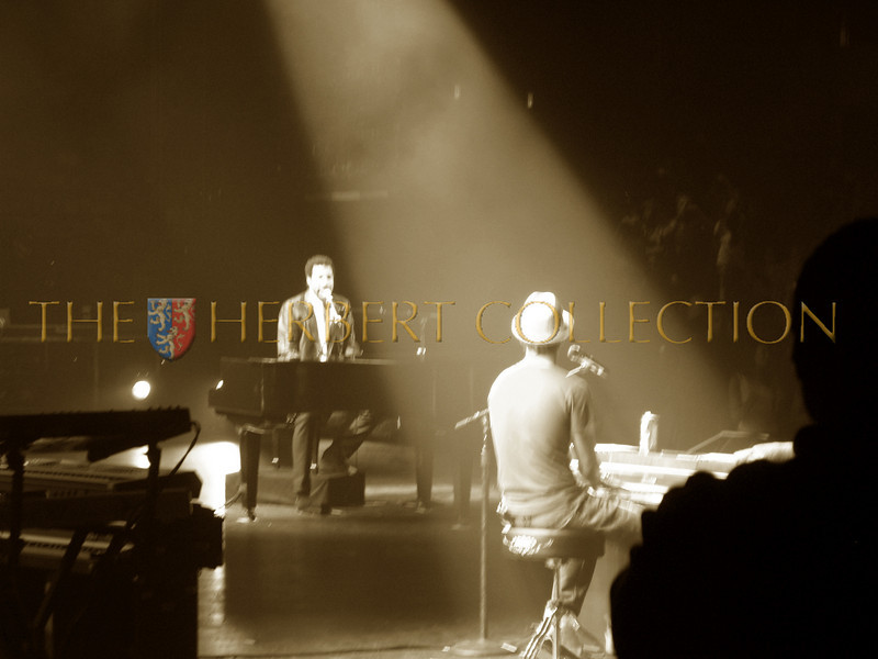"""Lionel Richie and Justin Timberlake perform """"Easy"""""""