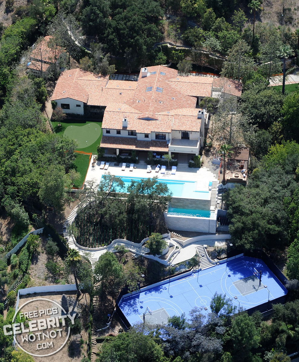 Justin Timberlake Has A Blue Basketball Court At His Hollywood Home ? •  Celebrity WotNot