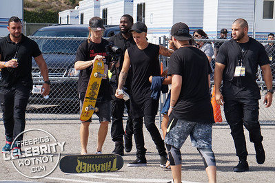 EXC: Justin Bieber Holds Up Traffic In LA Skateboarding In The Road!