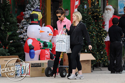 EXC: Kate Beckinsale Pretty In Pink Leaving Christmas Store With A Halloween Bag!