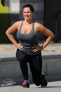 EXCLUSIVE: Kelly Brook In Workout Gear Exercising On Santa Monica Beach, LA