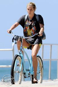 EXCLUSIVE: Kesha's Beach Bike Ride Wearing A Vintage Queen T-Shirt, LA