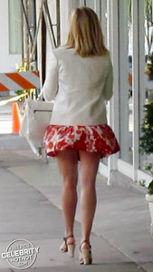 Reese Witherspoon Shows Off Legs In A Very Short + Stylish Summer Skirt, CA