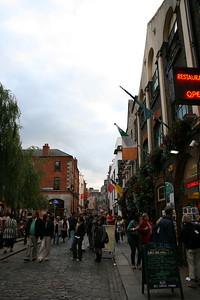 Night life in Temple Bar area of Dublin.