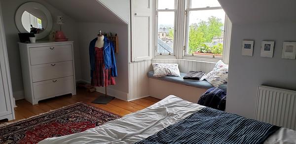 Caroline's Airbnb Glasgow near Glasgow Botanic Gardens