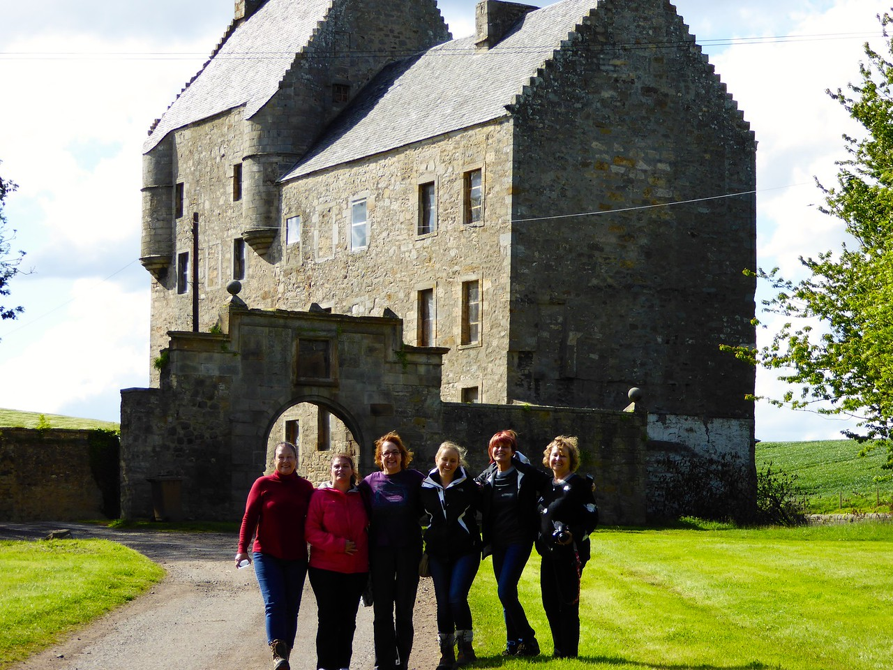 """the girls"" at Lallybroch"