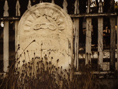 Gravestone of Lowe Agaro