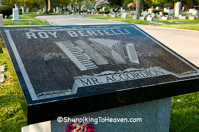 Gravestone of Roy Bertelli
