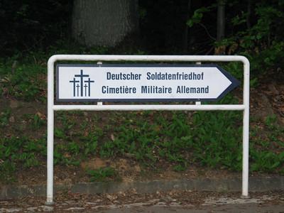 Sign: Deutscher Soldatenfriedhof