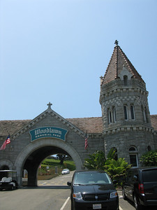 Woodlawn Memorial Park entrance