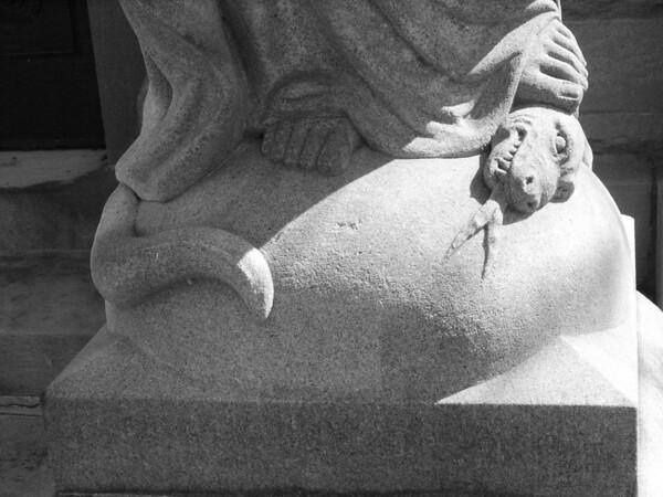 Link Mausoleum (closeup)