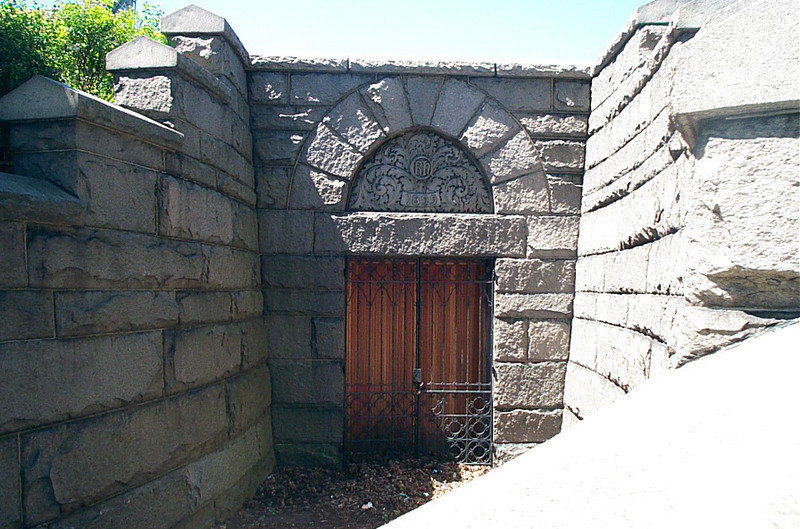 Entrance to the retaining vault (May Chapel)