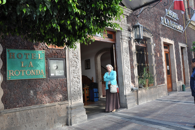 Waiting for our taxi outside the Hotel La Rotonda, Guadalajara