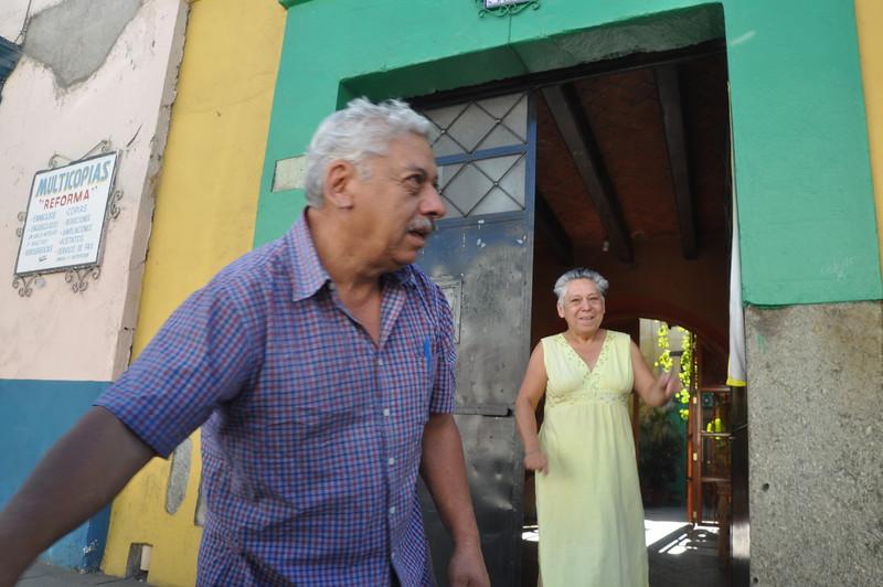 Rosi and her husband say bye bye to us