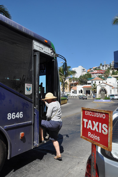 We catch the 9 pesos local bus from La Siesta hotel to the Mazatlan Aquarium