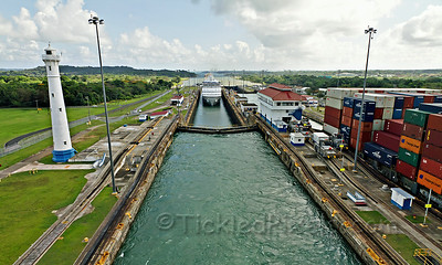 Navigator Enters Gatun Lock