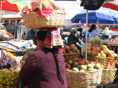 Guatemalan Women Balances Market Fruits