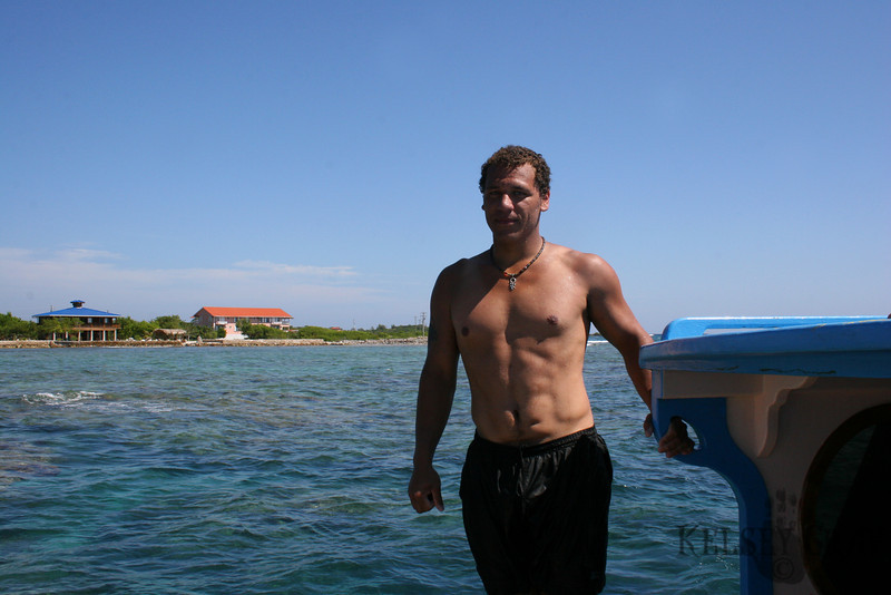 I guess there had to be one picture of me in Honduras. THis was taken by my awesome dive instructor Pablo!