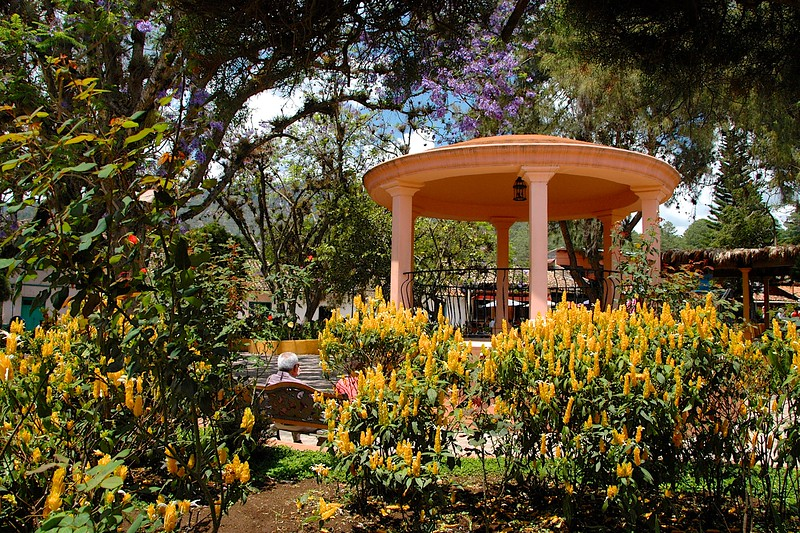 Dropping down to a lower elevation, we visited the pretty plaza at  Valle de Los Angeles.