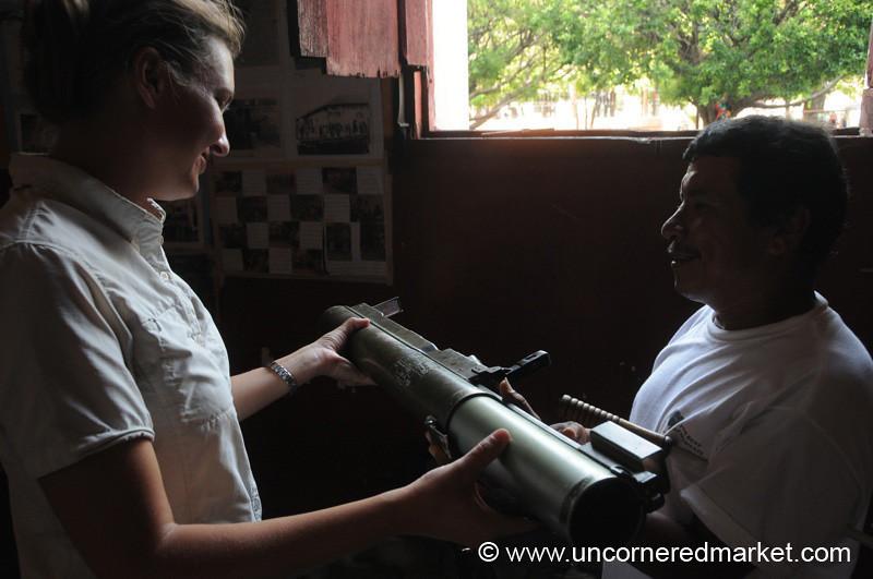 Leon, Nicaragua: Admiring American Goods