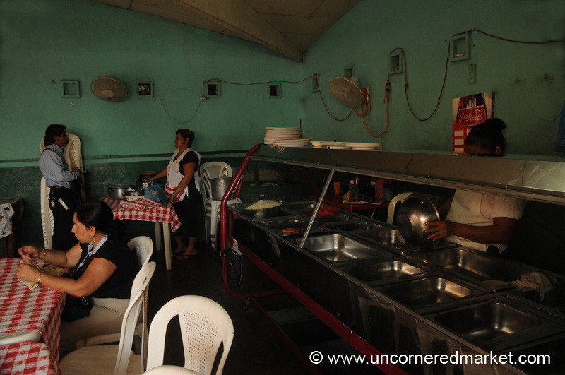 Leon, Nicaragua: Cafeteria Eating