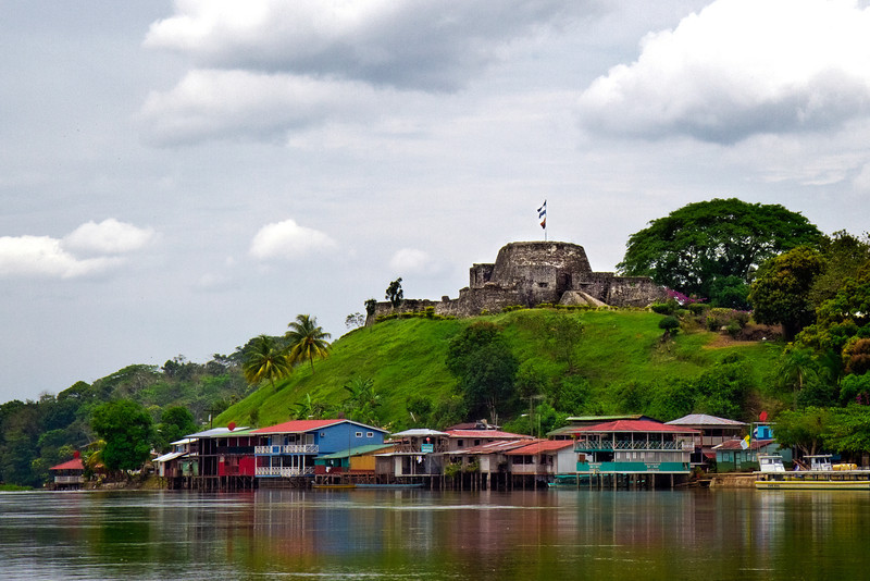 El castillo protected against pirates.