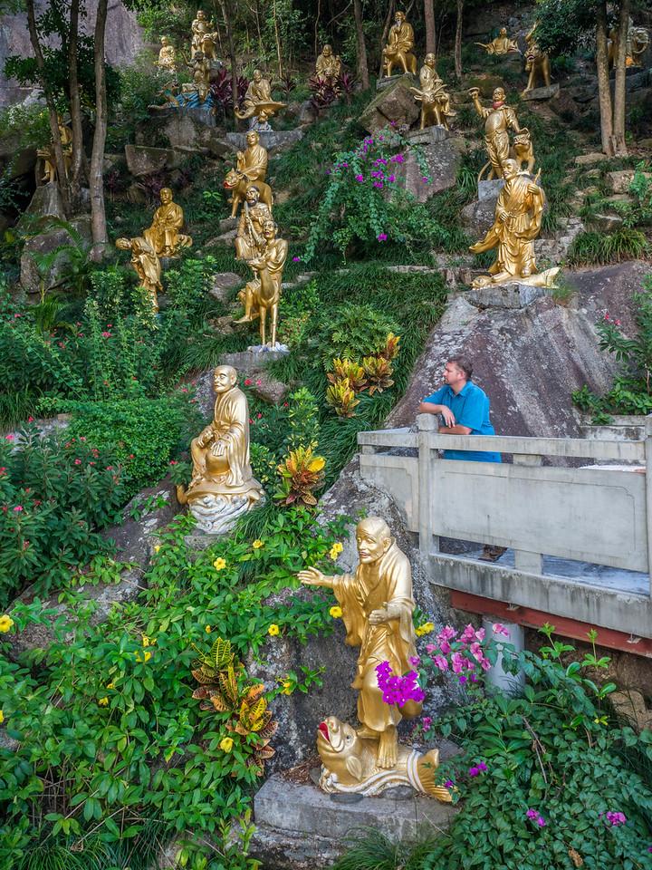 10,000 Buddhas Monastery Dave