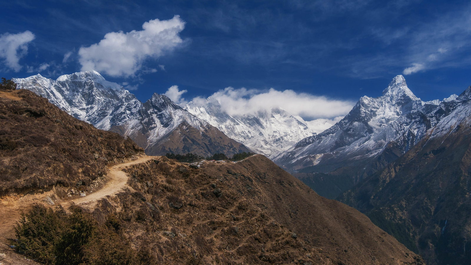 himalayas on mount everest base camp