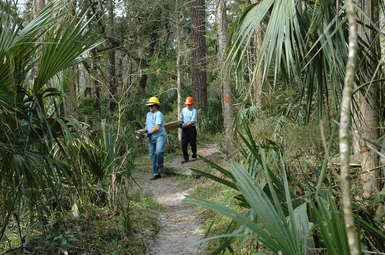 F-Troop at work<br /> PHOTO CREDIT: Willis Crawford/ Florida Trail Association