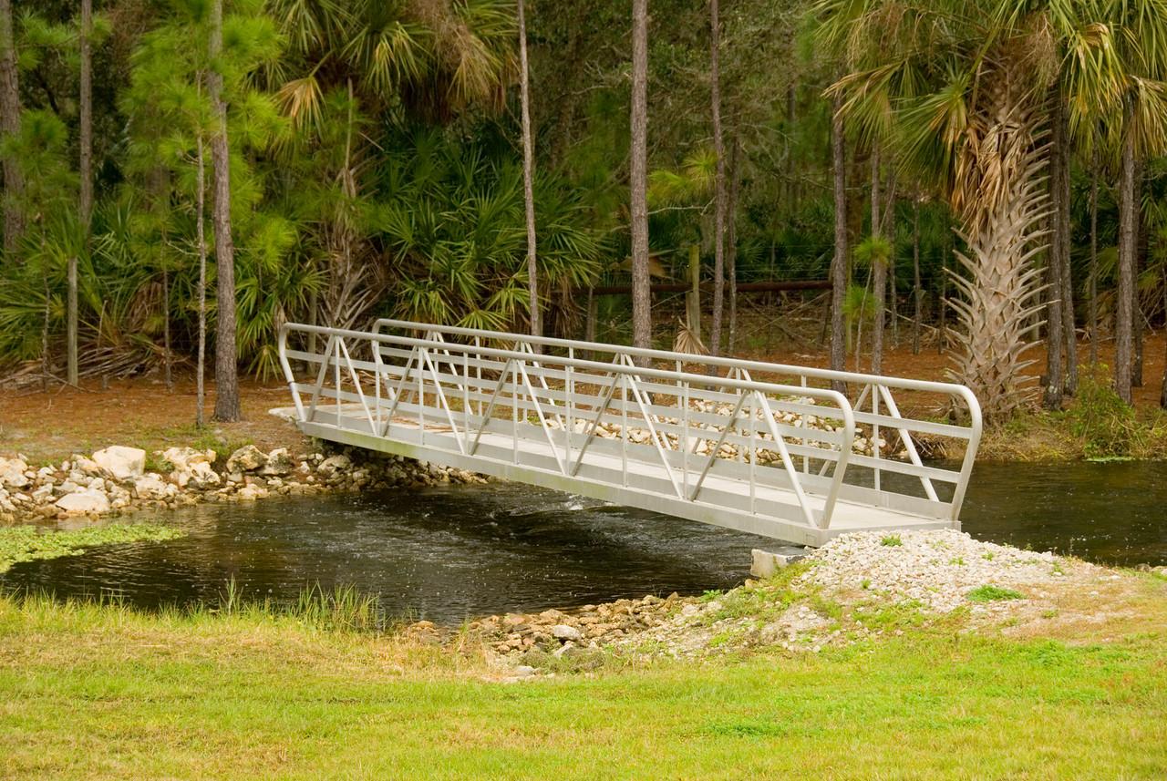 Bridge along the trail<br /> PHOTO CREDIT: M. Timothy O'Keefe / Florida Trail Association