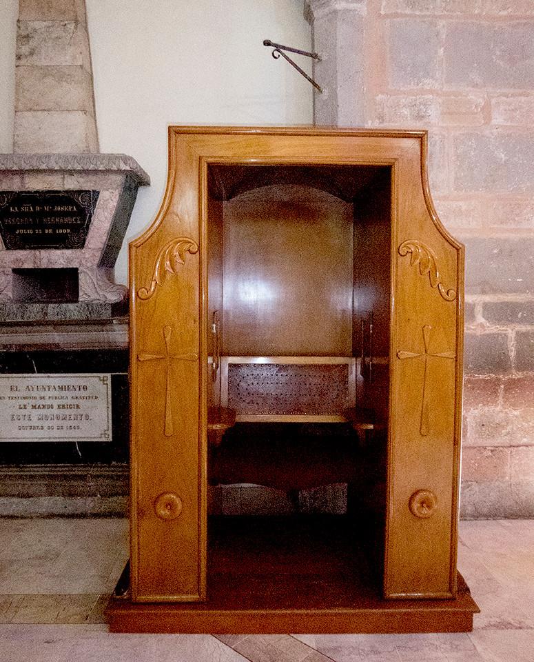 Confessional Templo de Santa Cruz