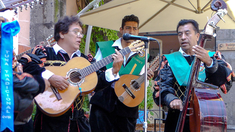 Tuna Tradicional singers