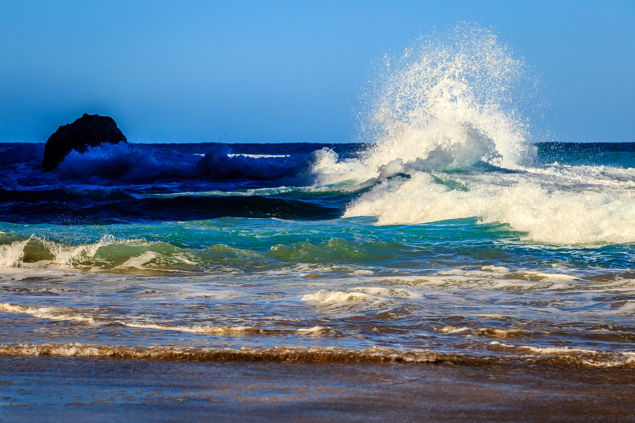Waves at Hanakapi'ai Beach – Kauai