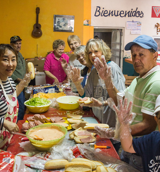 Volunteers Making Sandwiches to Give to the Local Indigenous Children on New Years Eve (©simon@myeclecticimages.com)