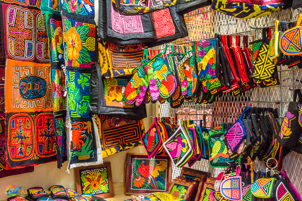 Molas and other gifts available at Panama viejo